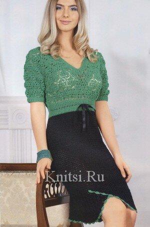 Двухцветное вязаное платье